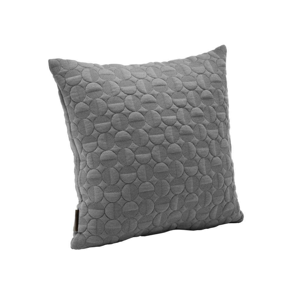 Cushion Vertigo - 50x50 cm, Light Grey i gruppen Details / Textilier / Kuddar hos Nordiska Galleriet (307288)