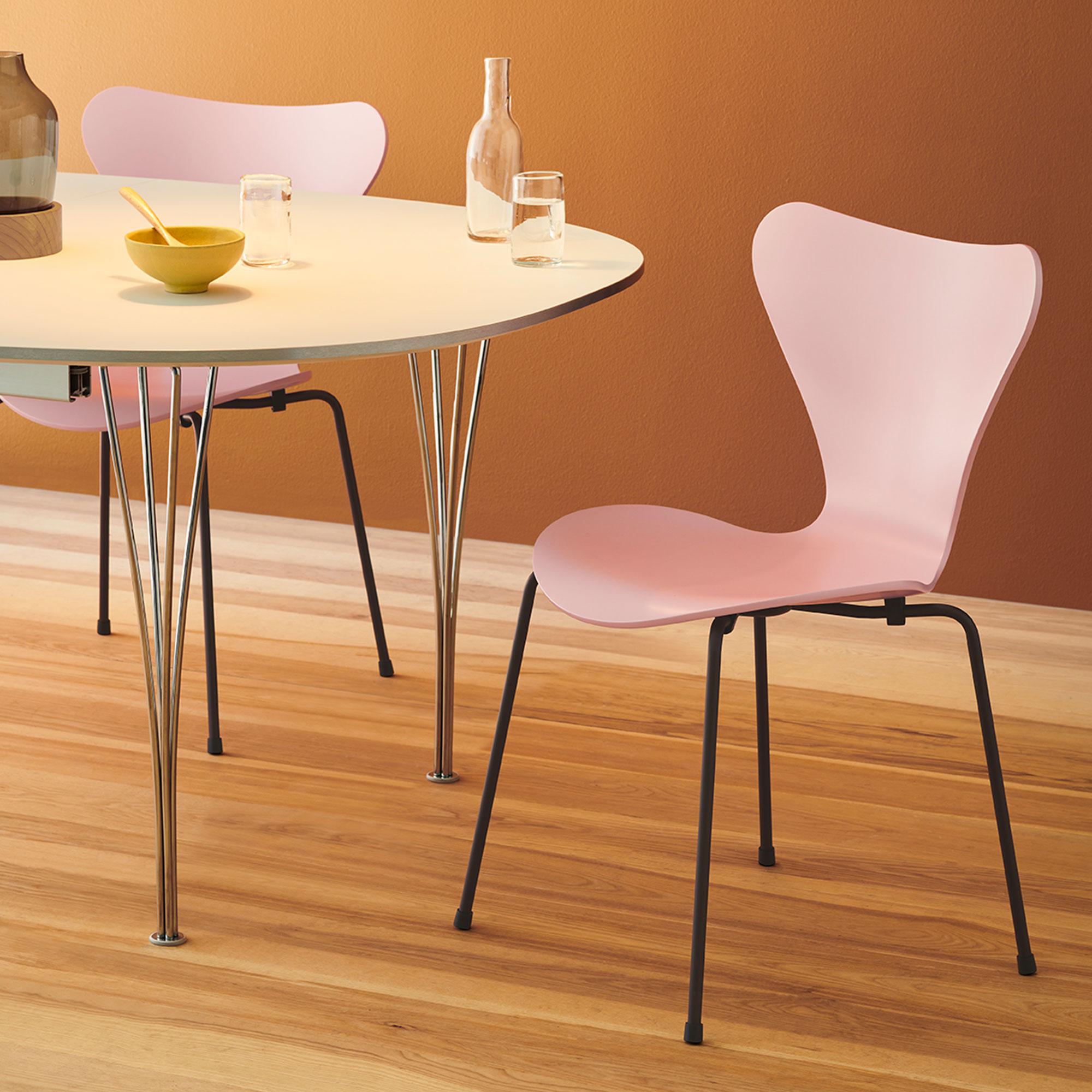 k p 3107 sjuan sjuanstolen fr n fritz hansen nordiska galleriet. Black Bedroom Furniture Sets. Home Design Ideas