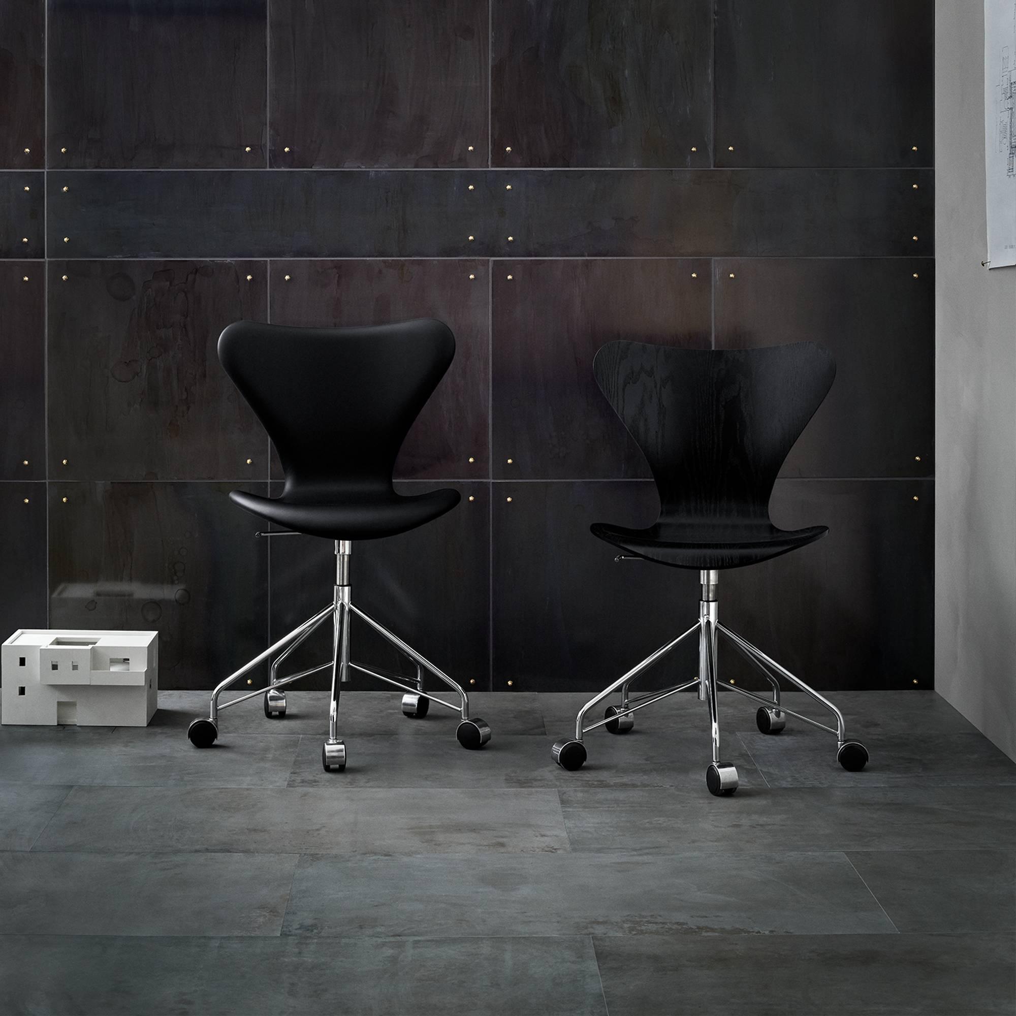 k p 3117 sjuan snurrstol fr n fritz hansen nordiska. Black Bedroom Furniture Sets. Home Design Ideas