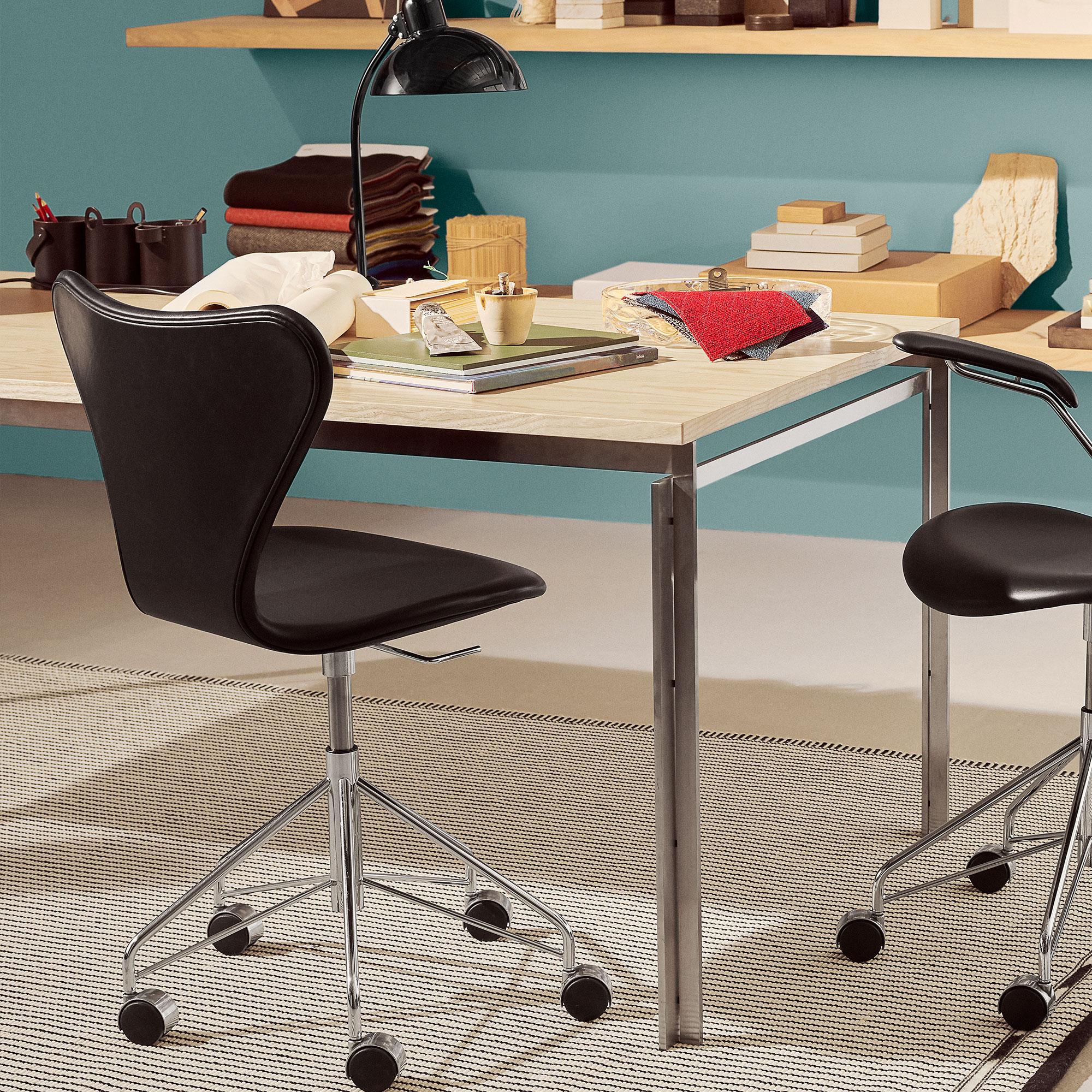 k p 3117 sjuan snurrstol helkl dd fr n fritz hansen. Black Bedroom Furniture Sets. Home Design Ideas