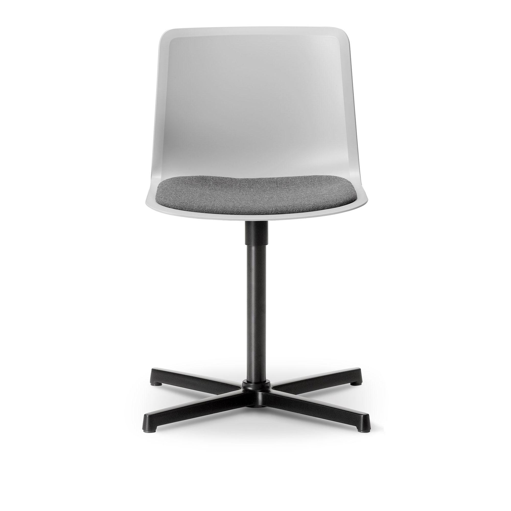Köp Pato Swivel Klädd sits från Fredericia Furniture